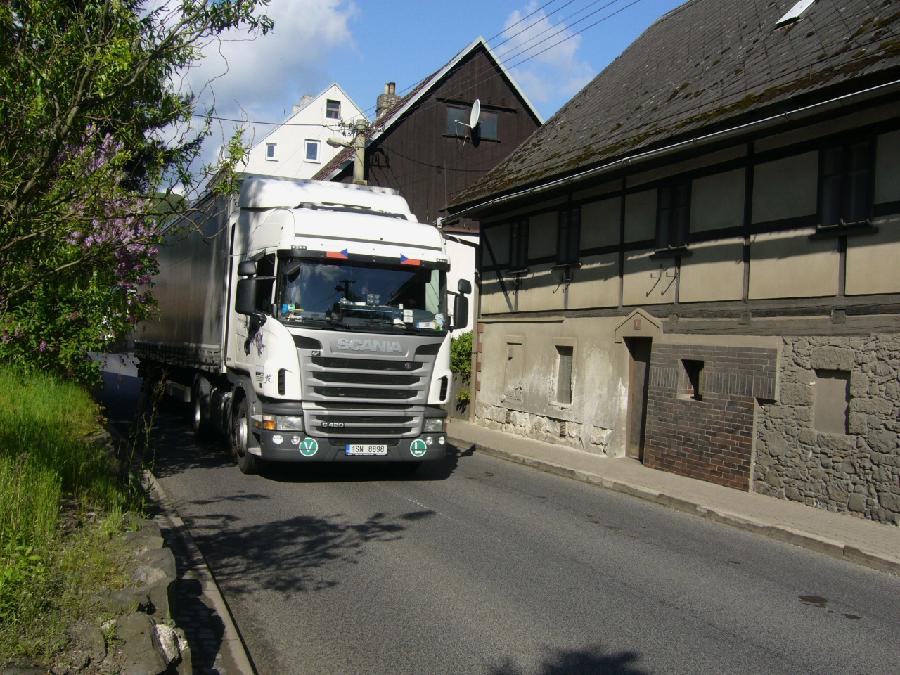 Přesun kamionů na silnici II/262 v Horní Polici