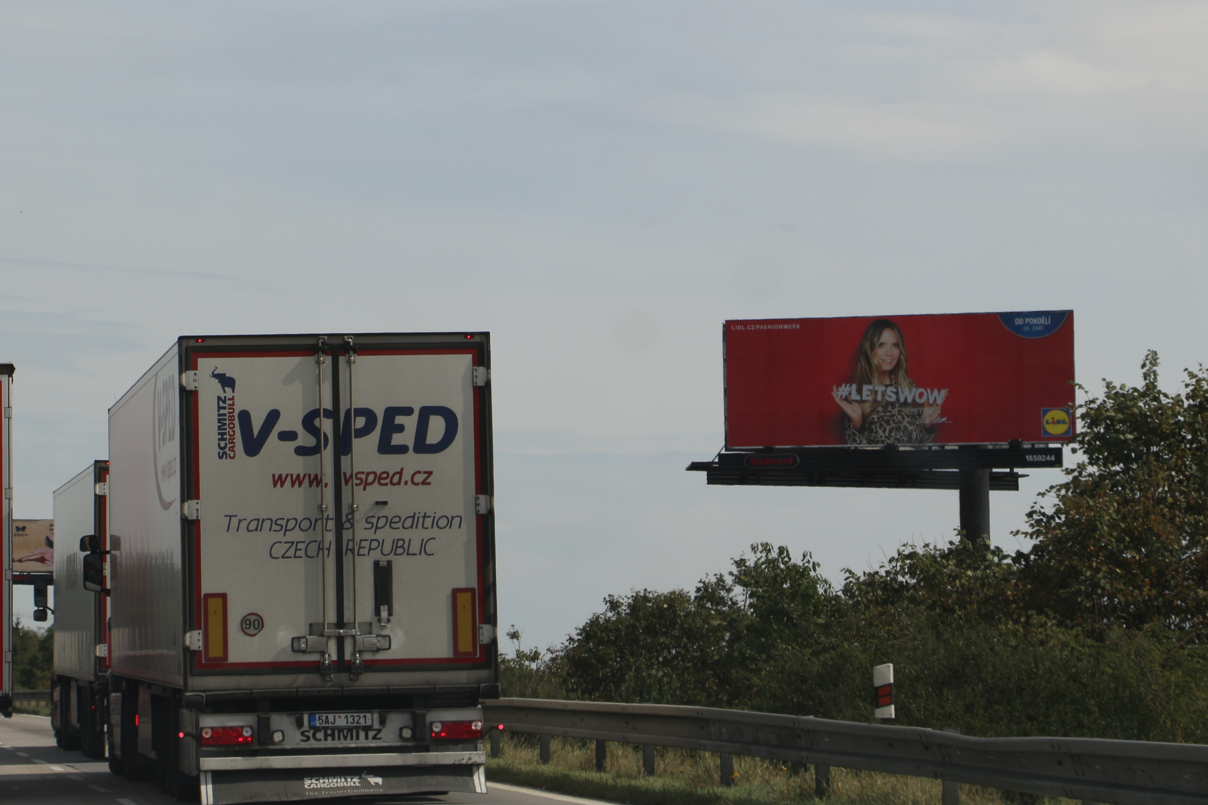 Billboardy u dálnice D1