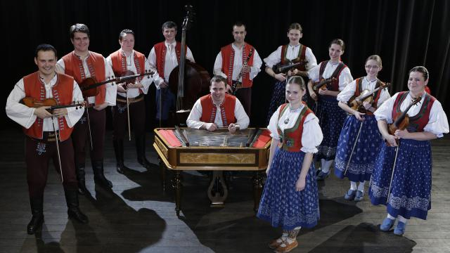 Cimbálová muzika Kašava s primášem Petrem Králem.