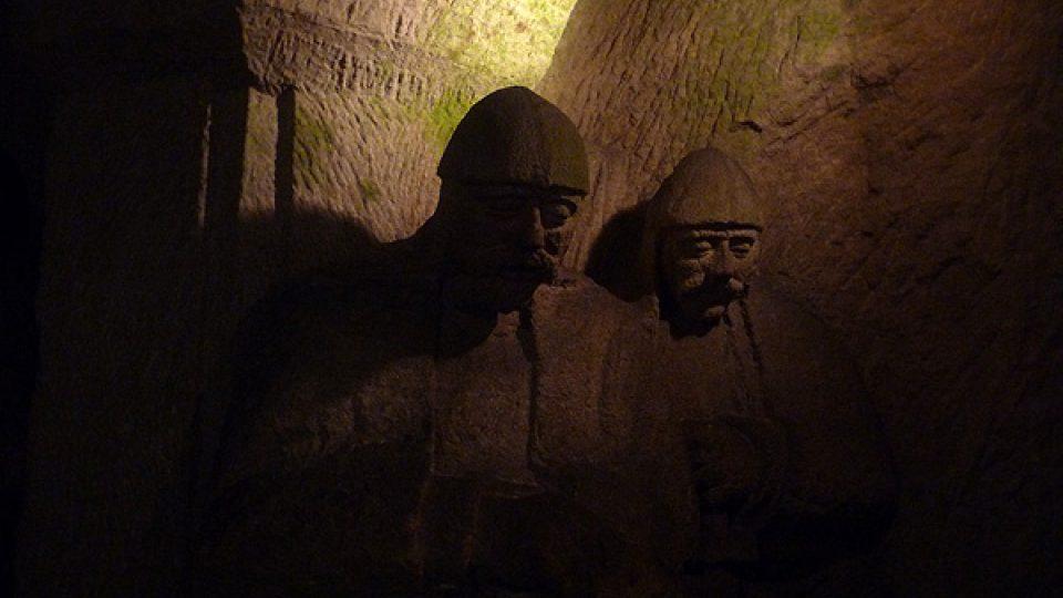 Tyto sochy vznikly také díky mecenáši Františku Burianovi, kterému se podařilo vybudovat velký uzenářský závod