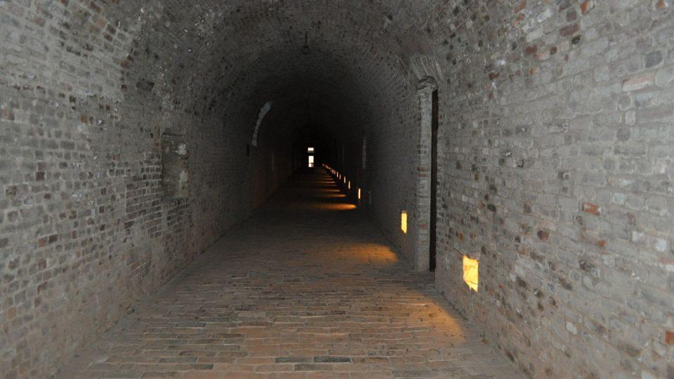 Prostory původně sloužily vojákům, až pak jako vězení