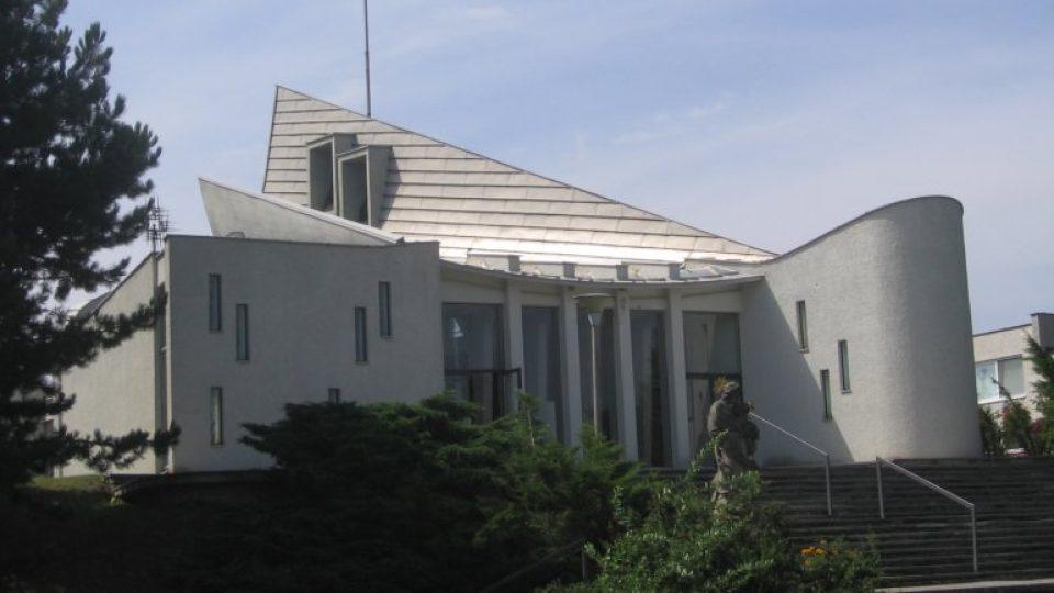 Kostel sv. Josefa se dočkal oficiálního svěcení až v roce 1991