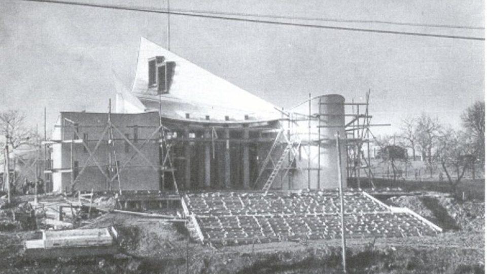 Stavby kostela si úřady nevšímaly, zděšení nastalo až pak