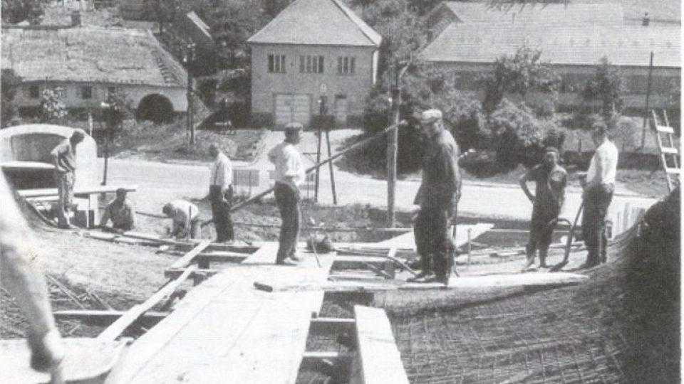 Většina místních se do stavby kostela osobně zapojila