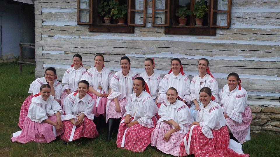 Cimbálová muzika Ženičky z Hluku a ženský sbor Klebetnice