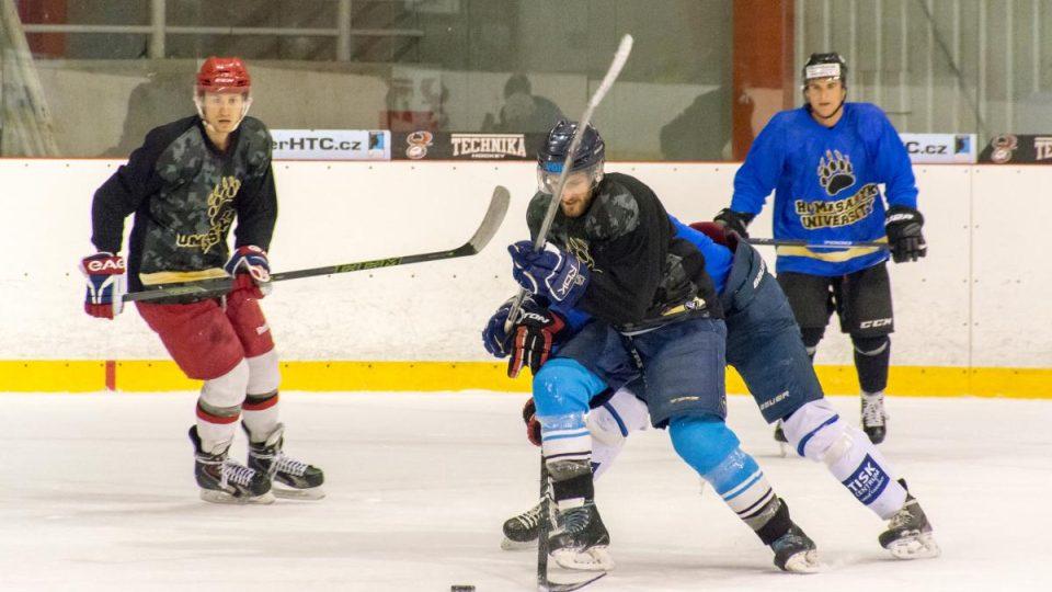 Čtyřicítka hokejistů a hokejistek bojuje o 25 míst v novém týmu HC Masaryk University