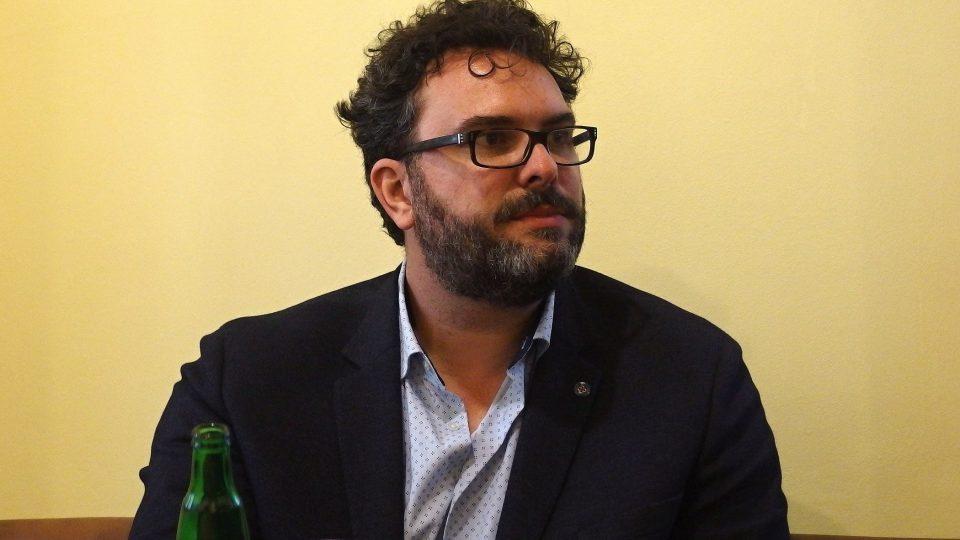 Erik Tabery na besedě se studenty v Brně.