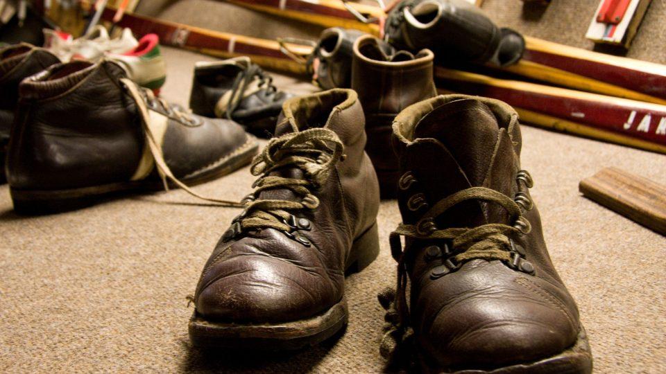 Historické lyžařské boty