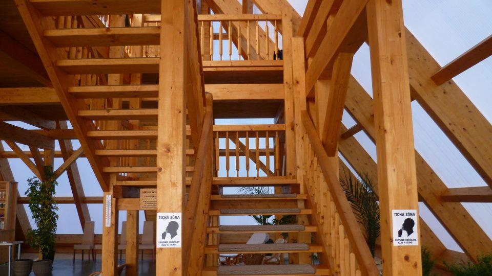 Celá konstrukce pyramidy je ze dřeva
