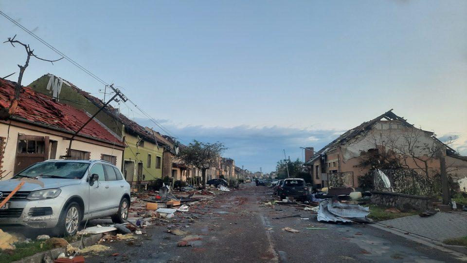 Pohled na Moravskou Novou Ves na Břeclavsku po bouři v pátek ráno