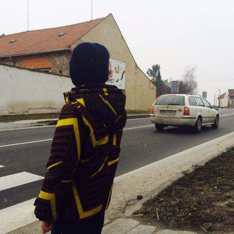 Přejít přes přechod v Krčmani je velký problém
