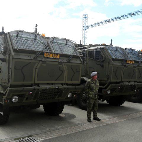 Armáda přebírá nové tatrovky ve Štěpánově