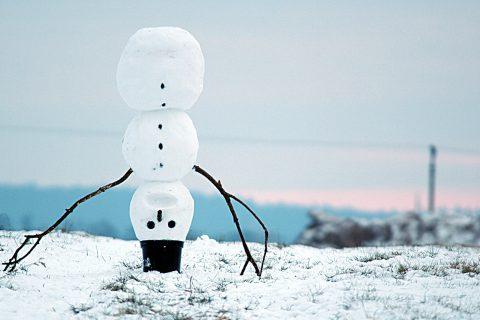 Hravý land art představuje Sněhulák