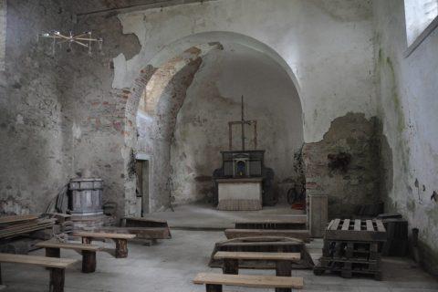 Interiér kostela v Polomi