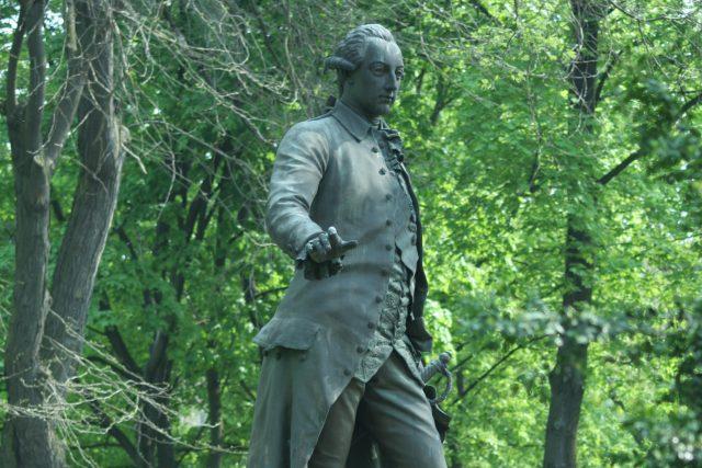 Pomník Josefa II. od Antona Breneka v parku Psychiatrické nemocnice v Brně. | foto:  TeZet, Public domain