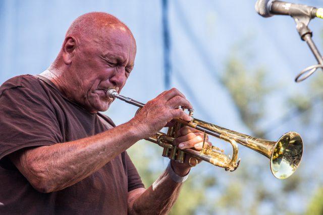 Na Jazzovém festivalu ve Vile Čerych vystoupí i trumpetistická legenda Laco Déczi   foto: Jiří Šeda