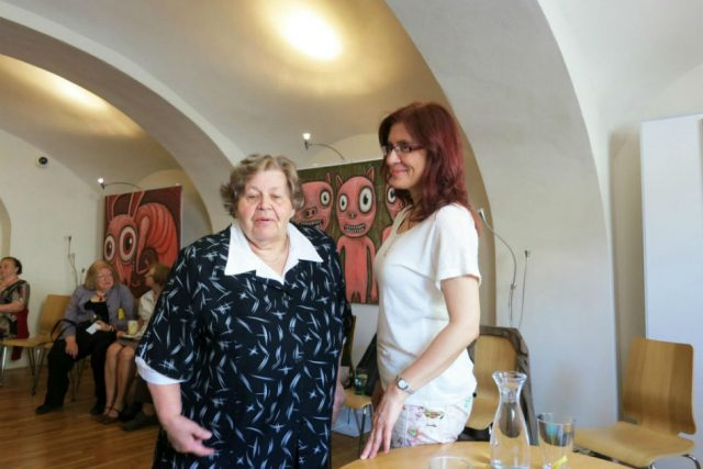 Alena Blažejovská s Vlastou Urbánkovou v Muzeu města Tišnova   foto: Petr Veselý