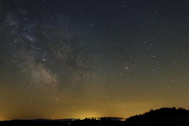 Noční obloha  (ilustrační foto) | foto:  CC BY-SA 3.0,  MaGem,  Wikimedia Commons