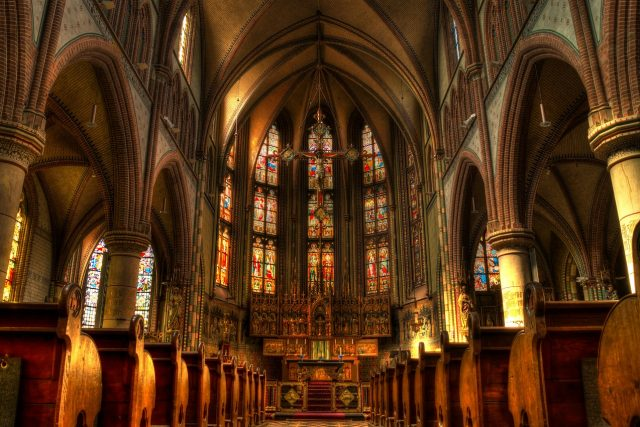 Náboženství, kostel, oltář (ilustrační foto)