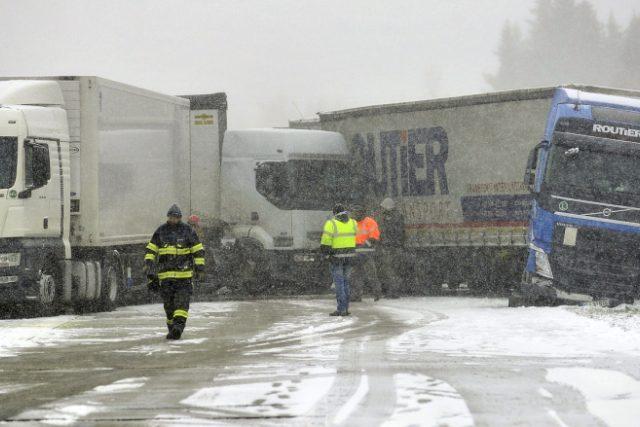 Hromadná nehoda zablokovala na několik hodin dopravu na 101. kilometru dálnice D1