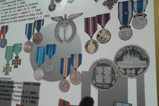 Muezum představuje i soubor vyznamenání Františka Peřiny