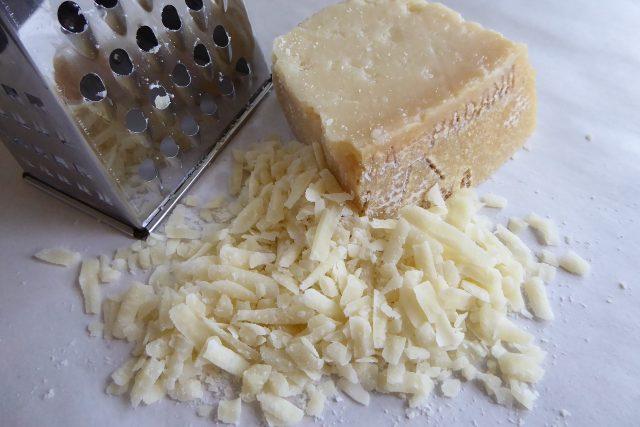 Nastrouhaný sýr