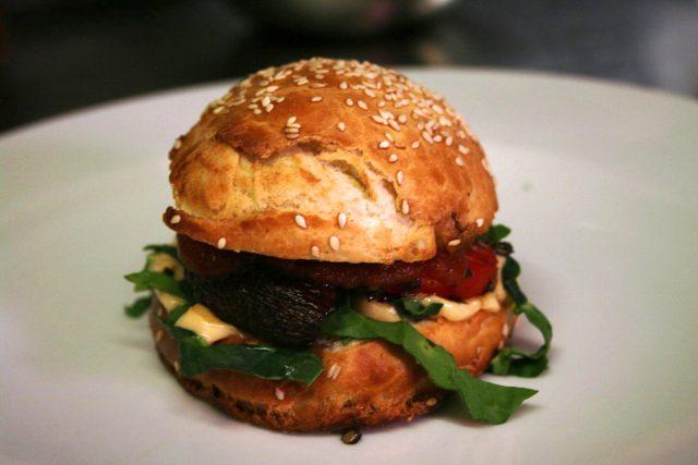 Vegetariánský burger podle Josefa Tótha