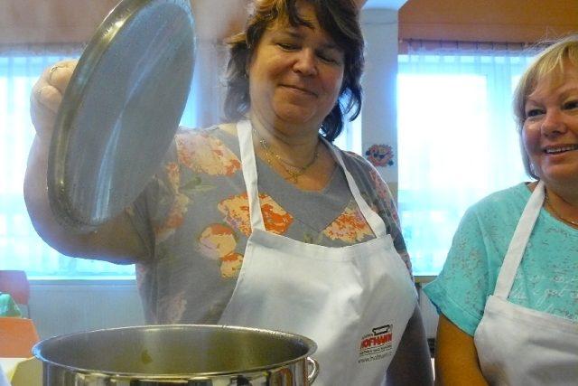 Jak vařit ve školních jídelnách zdravě a chutně? To se učily kuchařky v České Lípě
