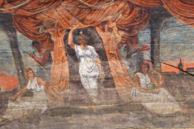 Opona,  kterou pro sokolské ochotníky z Doubravice namaloval Alfons Mucha | foto: Muzeum Boskovicka