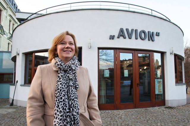 Renata Putzlacher před kavárnou Avion v Českém Těšíně