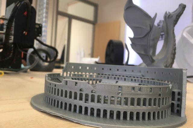 FabLab: laboratoř s 3D tiskárnou i laserovou řezačkou pro veřejnost