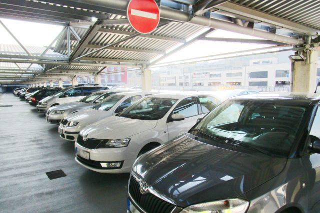 Nové parkovací domy umožní zavedení rezidentního parkování.  (Ilustrační foto) | foto: Jaroslava Mannová