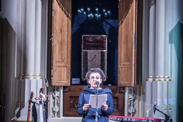 Olga Tokarczuk v Maiselově synagoze v Praze