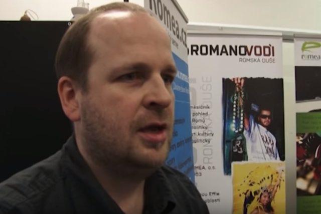 Zdeněk Ryšavý,  zakladatel a ředitel organizace ROMEA   foto: reprofoto Youtube