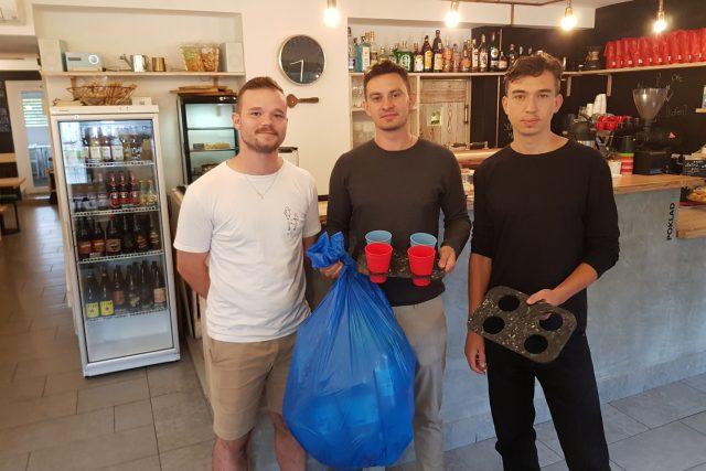 Architekti a majitel kavárny,  který se do projektu zapojil | foto: Ivana Chatrná,  Český rozhlas