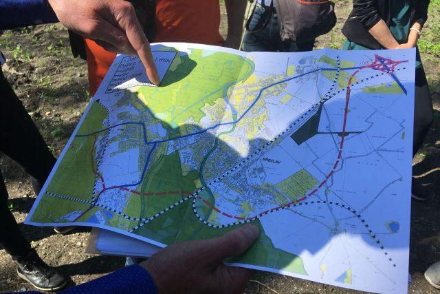 Silničáři a ochránci přírody budou následující dva roky chodit na obhlídku lesů kolem Břeclavi. Ředitelství silnic a dálnic tam právě dokončilo stavbu takzvaných kompenzačních opatření kvůli plánovanému obchvatu města