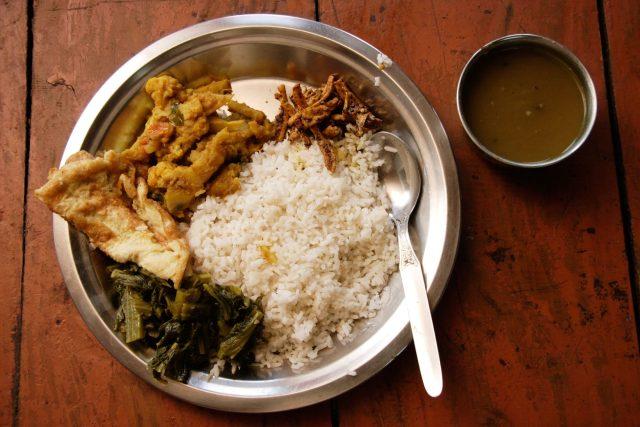 Typickým nepálským pokrmem je Dal bhat tarkari