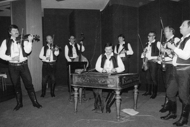 Muzika při vystoupení v roce 1982 s primášem Josefem Kučerou