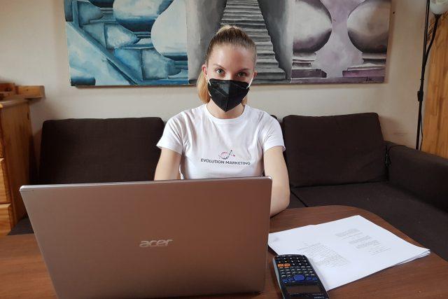 Dominika Weyrová i přes ztrátu paměti dopisuje na VUT diplomovou práci