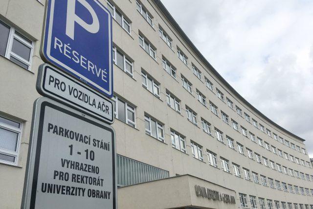 Radnice Brno-střed je ve sporu s armádou kvůli parkování v centru města