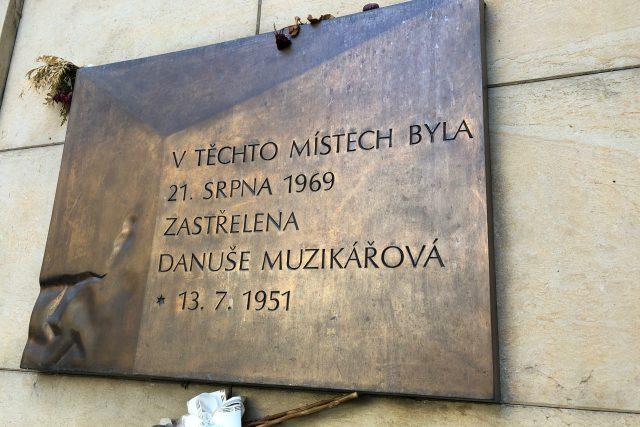Pamětní deska na Moravském náměstí v Brně