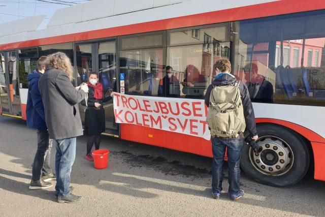 Skupina nadšenců z Brna chce objet svět neobvyklým dopravním prostředkem – trolejbusem | foto: Martin Knitl,  Český rozhlas