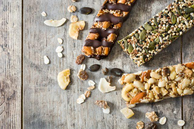 Müsli tyčinky,  zdravá výživa,  oříšky,  ovesné vločky,  ilustrační foto | foto: Fotobanka Profimedia