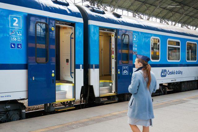 České dráhy, vlaky, nádraží, železnice, cestování, doprava. Ilustrační foto
