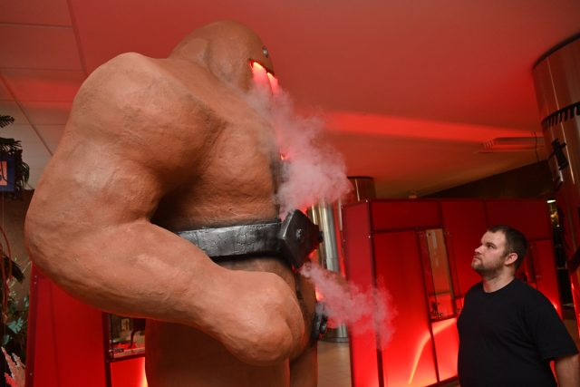 Na výstavě je k vidění i obří socha Golema, která každou druhou hodinu obživne