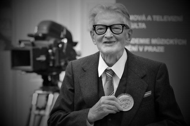 Vojtěch Jasný převzal Zlatou medaili, Akademie múzických umění