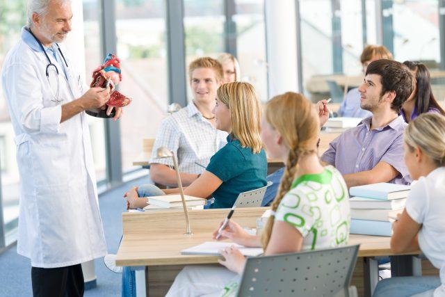 Studenti lékařské fakulty (ilustrační foto)