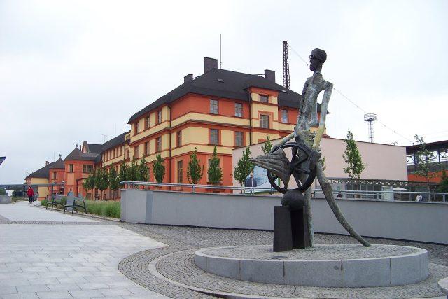 Socha Jana Pernera z roku 2010 od Jaromíra Garguláka na náměstí Jana Pernera v České Třebové | foto:  ŠJů,  Wikimedia Commons,  CC0 1.0