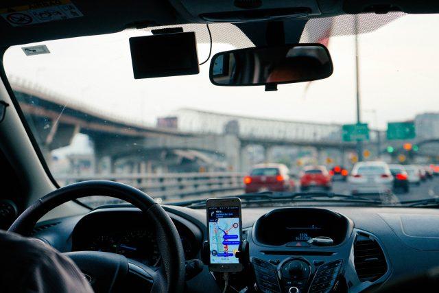 Uber oznámil,  že je otevřený dialogu se zástupci města o návratu do Brna | foto: Dan Gold,  Fotobanka Unsplash,  CC0 1.0