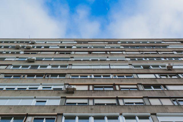 Ceny nájmů i bytů vzrostly za poslední rok až o dvacet procent. Na počet uzavřených hypoték to ale zásadní vliv nemá. Půjčku na bydlení si totiž v červenci vzalo přes sedm tisíc lidí.